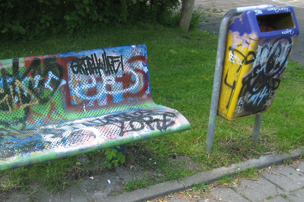 HEERHUGOWAARD bank grafitti IMG_0046